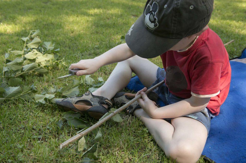Gemeinsame Tätigkeiten in der Natur helfen zueinander zu finden.