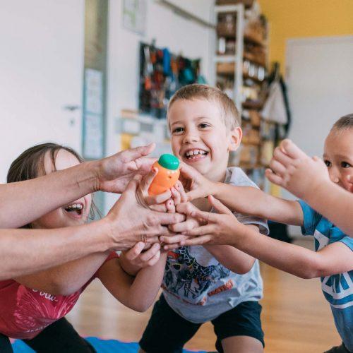 Kinder bei der Ergo fex Therapie mit Anglika Reichartzeder.